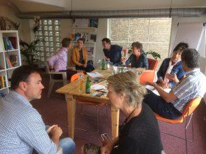 pratende mensen in een ruimte - mediation